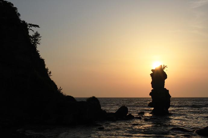 島根県西ノ島町ローソク岩